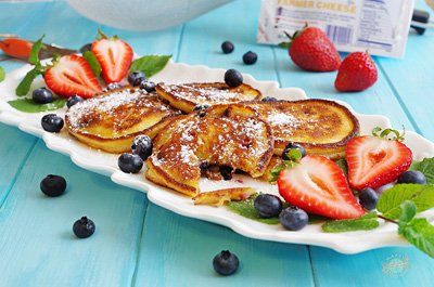 Berry Syrniki (cheese pancakes)
