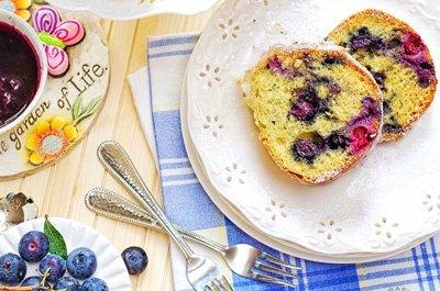 Blueberry Sour Cream Bundt Cake sml