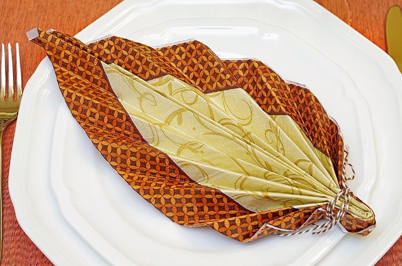 plate napkin decor