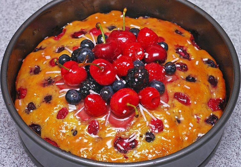 Berry Cake glazed