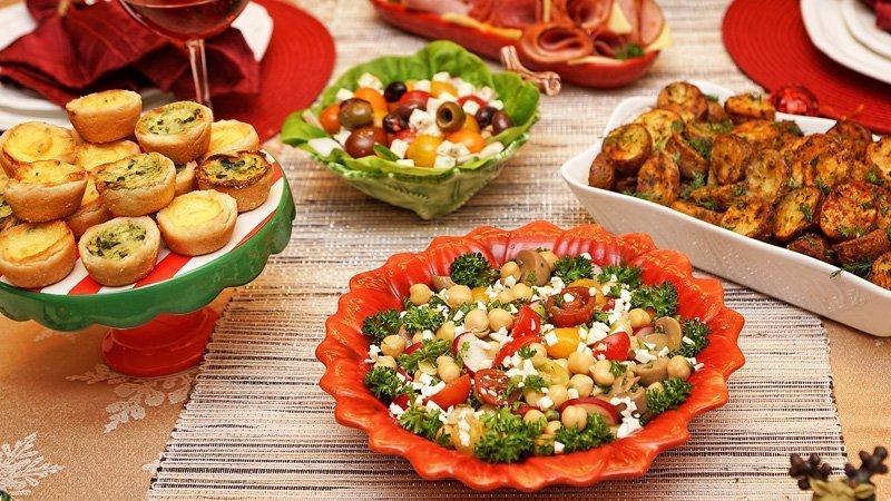 Mediterranean chickpeas salad