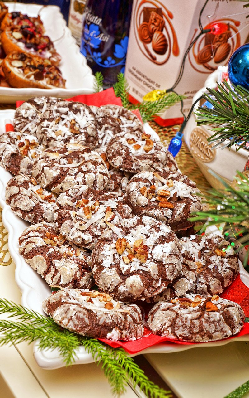 Chocolate Brownie Crinkle Cookies served