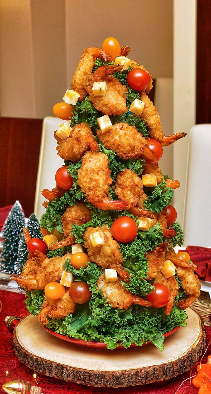 Christmas Shrimp Tree with breaded shrimp, cheddar cubes, and tomatoes