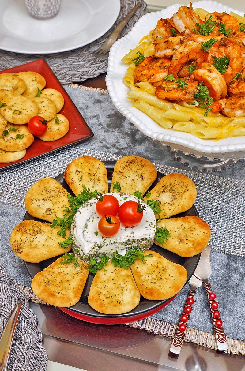 Naan Dippers with French Garlic Herb spreadable cheese